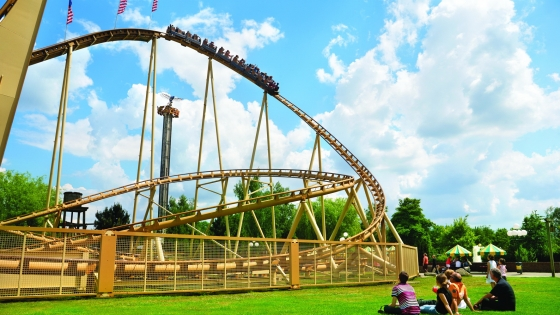 The mighty Thunder Loop ride
