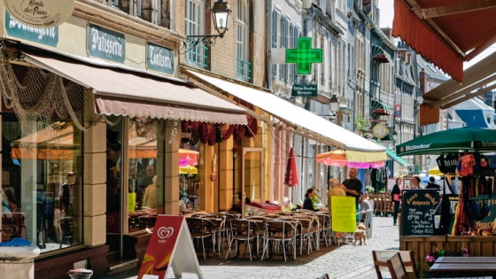 Pavement cafes in Boulogne